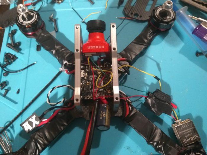 stavba závodního dronu